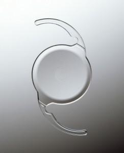 Implant multifocal monobloc 3 pièces diffractif